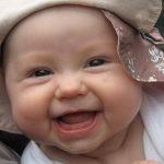 Gülen bebe resimleri