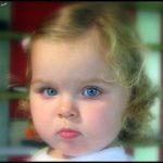 Renkli gözlü bebek resimleri