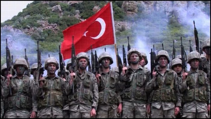 Komando askerleri türk bayrağı