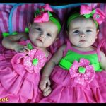 İkiz kız bebek
