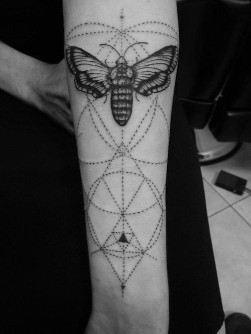 Minimal Kelebek Dövme